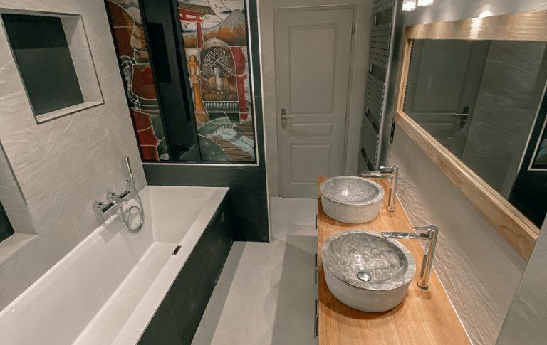 Salle de bain bois et pierre, Faïences beige et gris anthracite - Essone - 91 - Ile de france