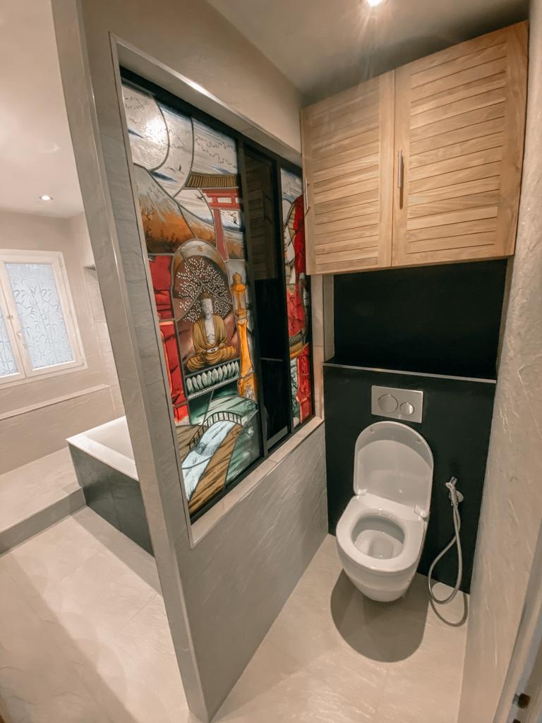 Salle de bain bois et Ardoise - WC Suspendu - Verrière avec Vitrail intégré - Essone - 91 - Ile de france