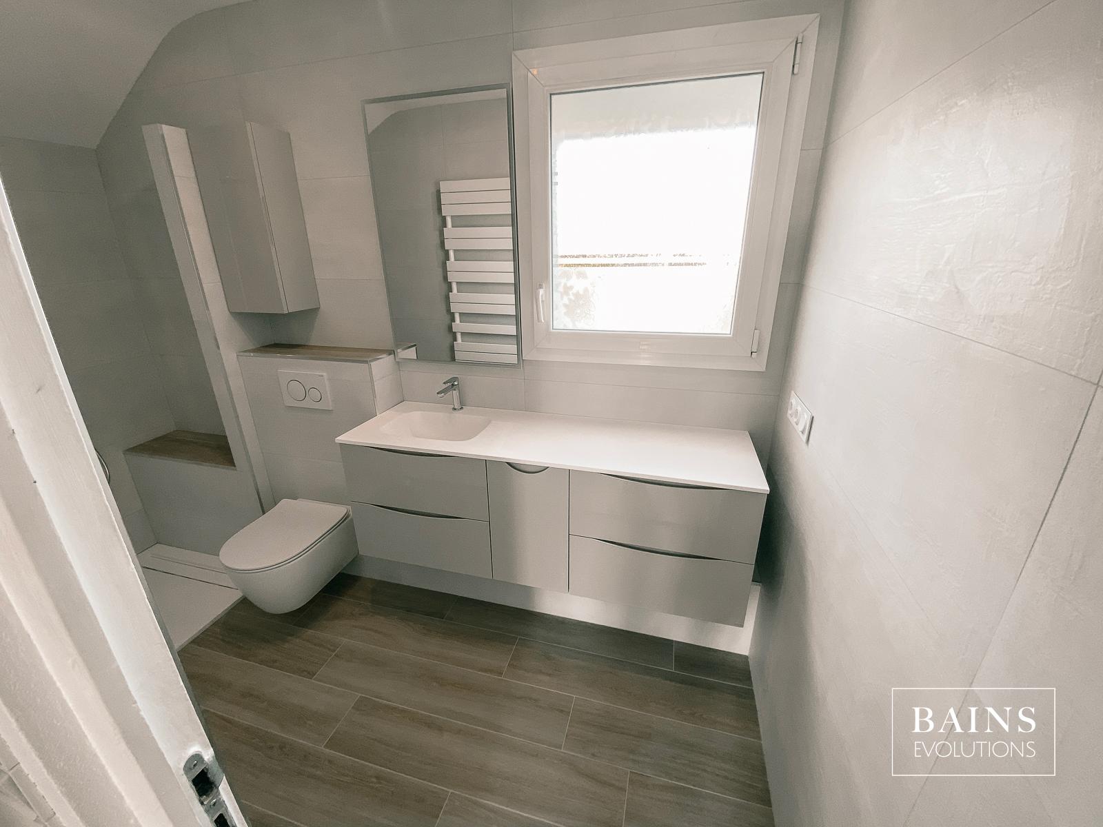 Rénovation Salle d'eau Blanche et Gris + Sol Carrelage parquet bois